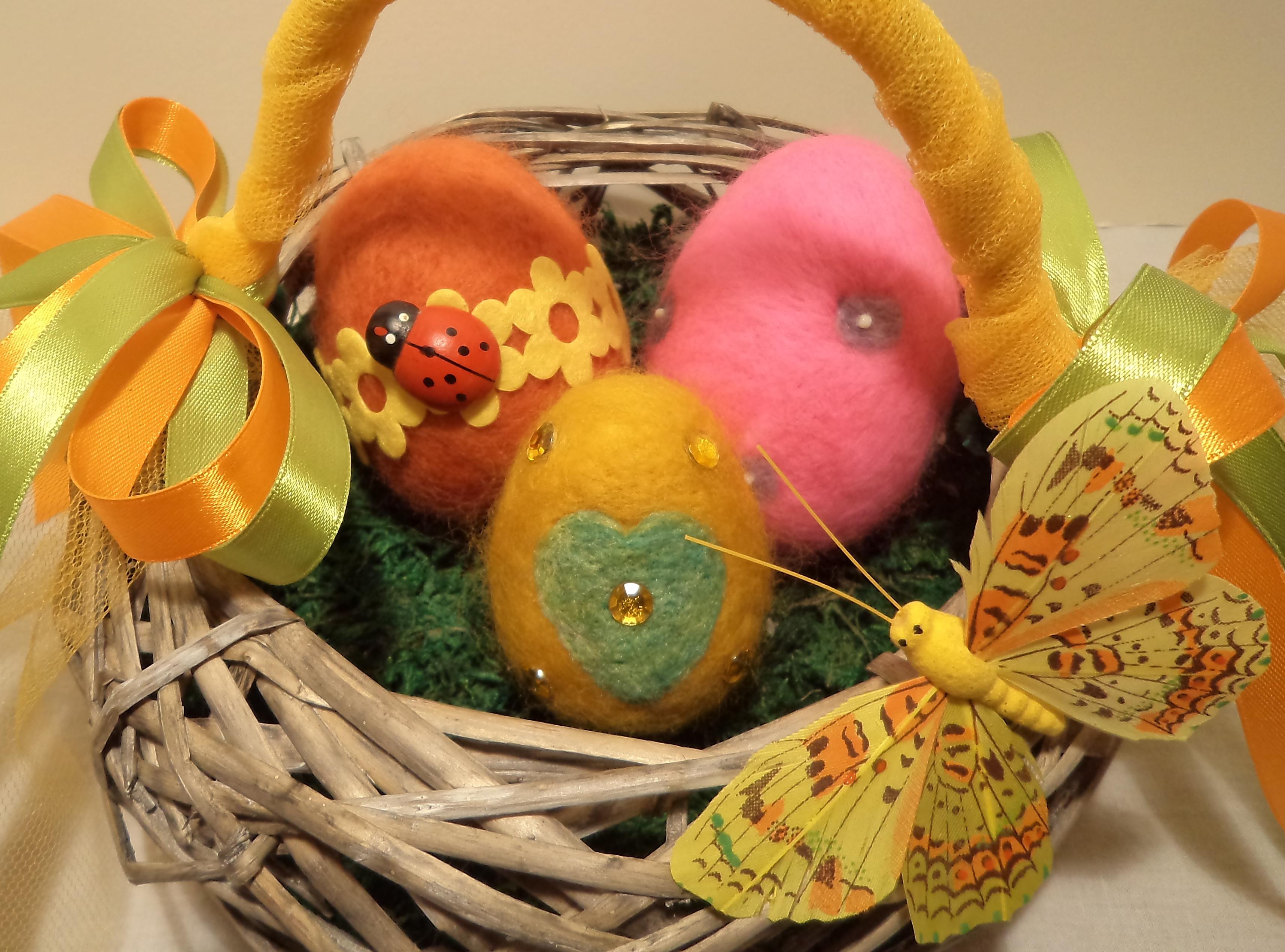 Πασχαλινά αυγά φτιαγμένα από μαλλί